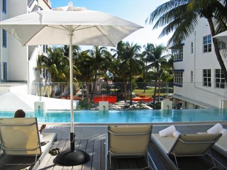 hotel breakwater pool