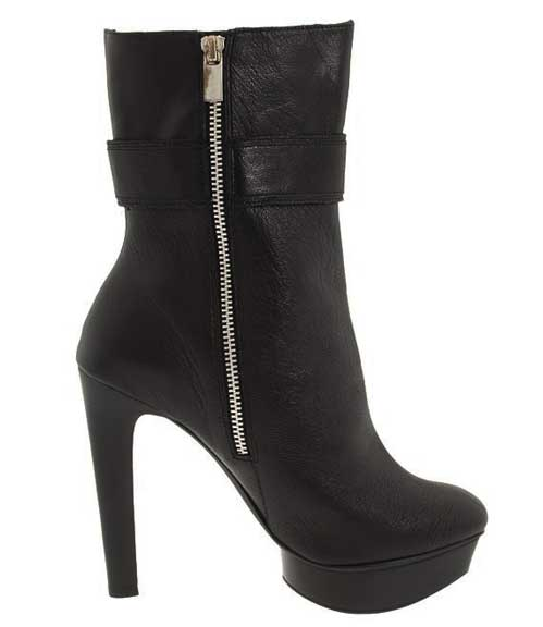 Michael Kors Gibson Boots, Black platform Ankle boot by Michael Kors with square toe